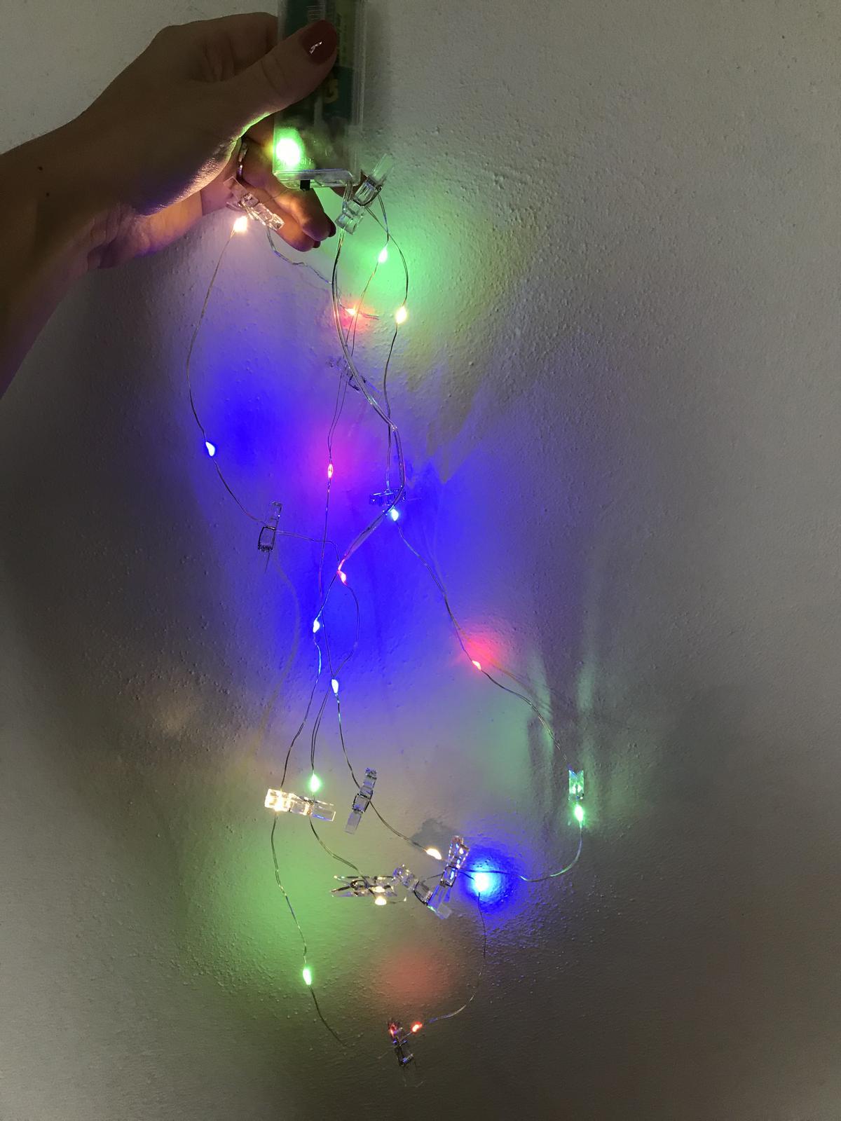 Svítící řetěz s kolíčky na fotografie - Obrázek č. 1