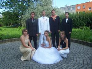 se sestřičkama jejich budoucí manželé a bratranec cajt :o)