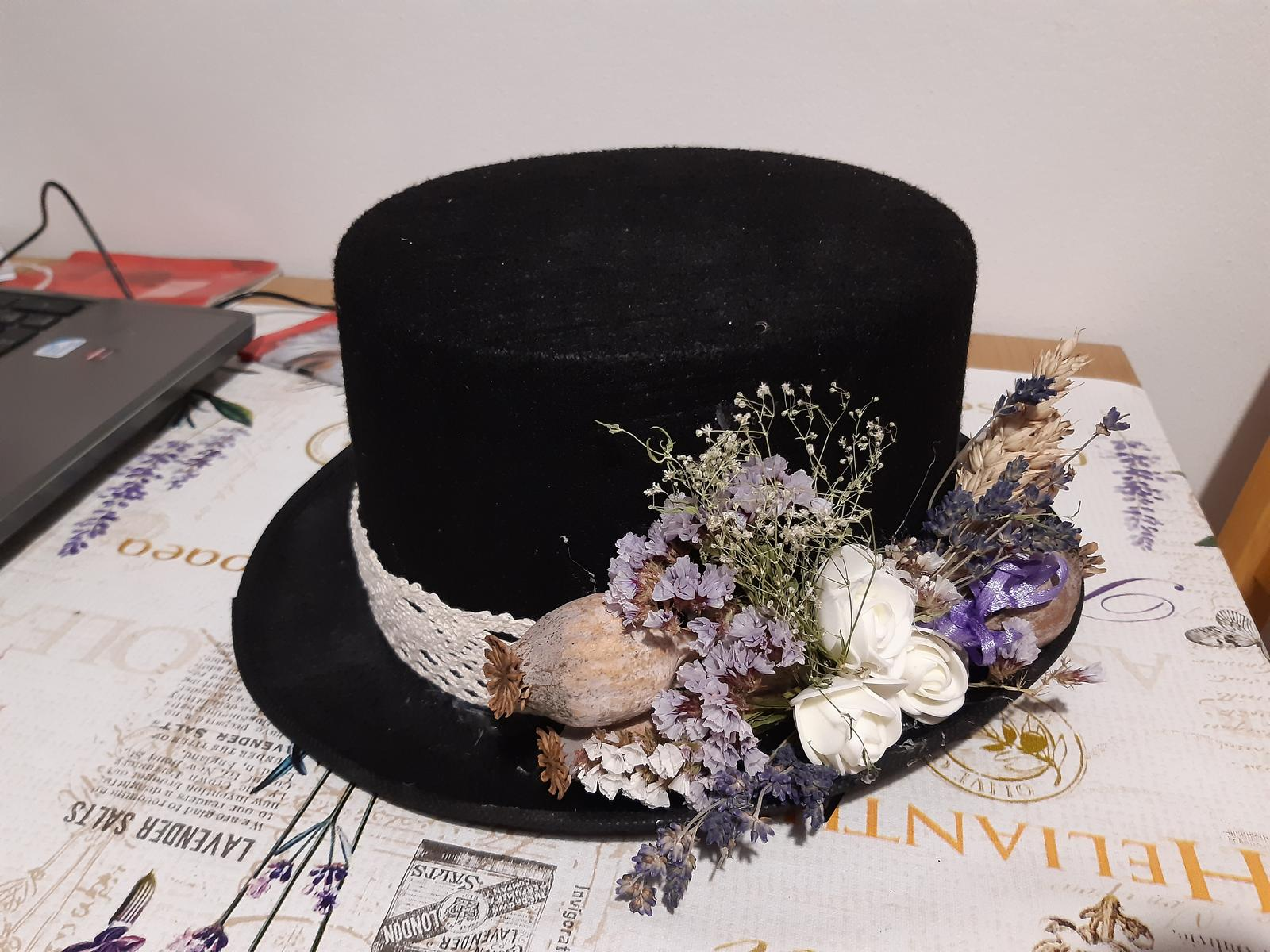 klobouk na auto - Obrázek č. 1