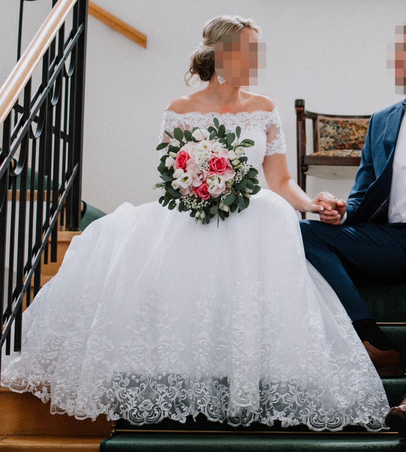 Nádherné svadobné šaty pre vyššiu postavu - Obrázok č. 2