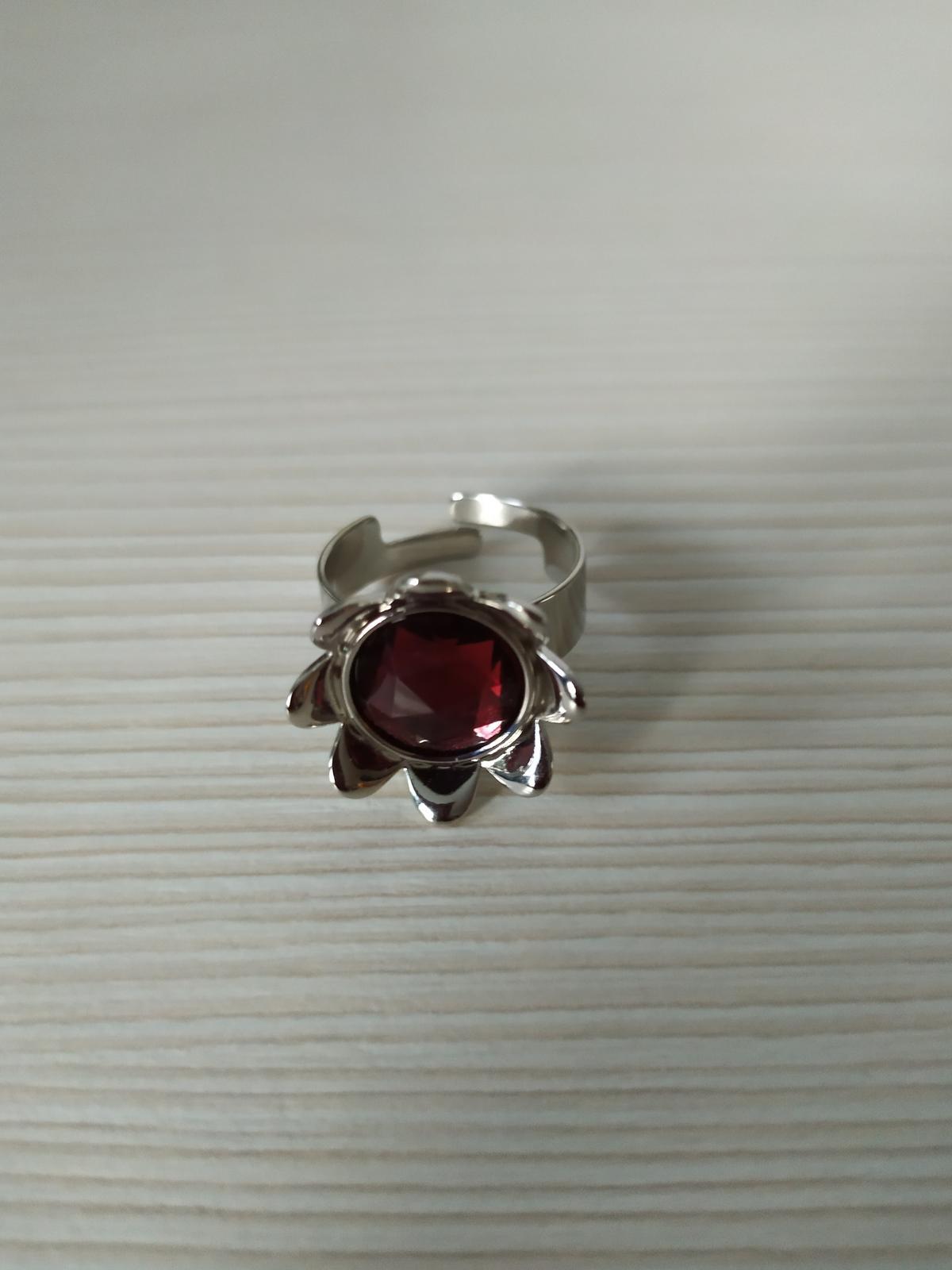 Prsten s rudým kamenem - bižuterie - Obrázek č. 1