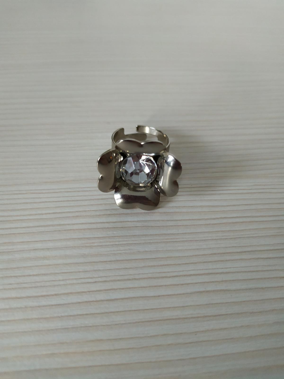 Prsten s kamenem - Obrázek č. 1