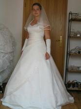 A ještě poslední návštěva jiného salonu, svoje šaty mám vybrané, jen jsem si to chtěla prostě užít :-)