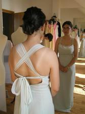 Mají opravdu nádherně řešená záda, byly to šaty jak pro vílu :-)