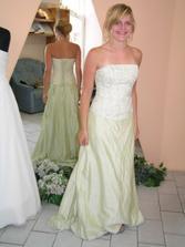 Tyhle šaty nakonec budou mít dvě moje družičky, třetí bude mít jiné, ale taky zelené