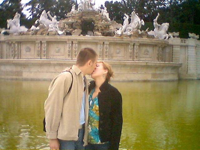 Slniečkova svadba na ranči - bozkavanie vo Viedni,hmm...