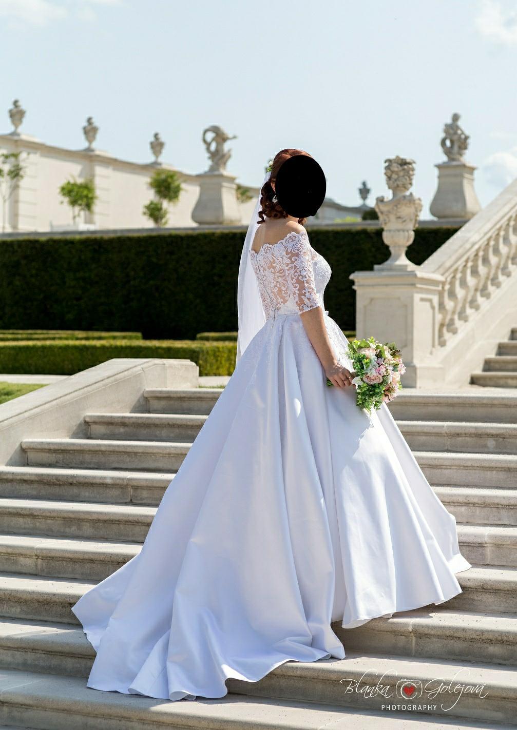 Svadobné šaty saténové - Obrázok č. 1