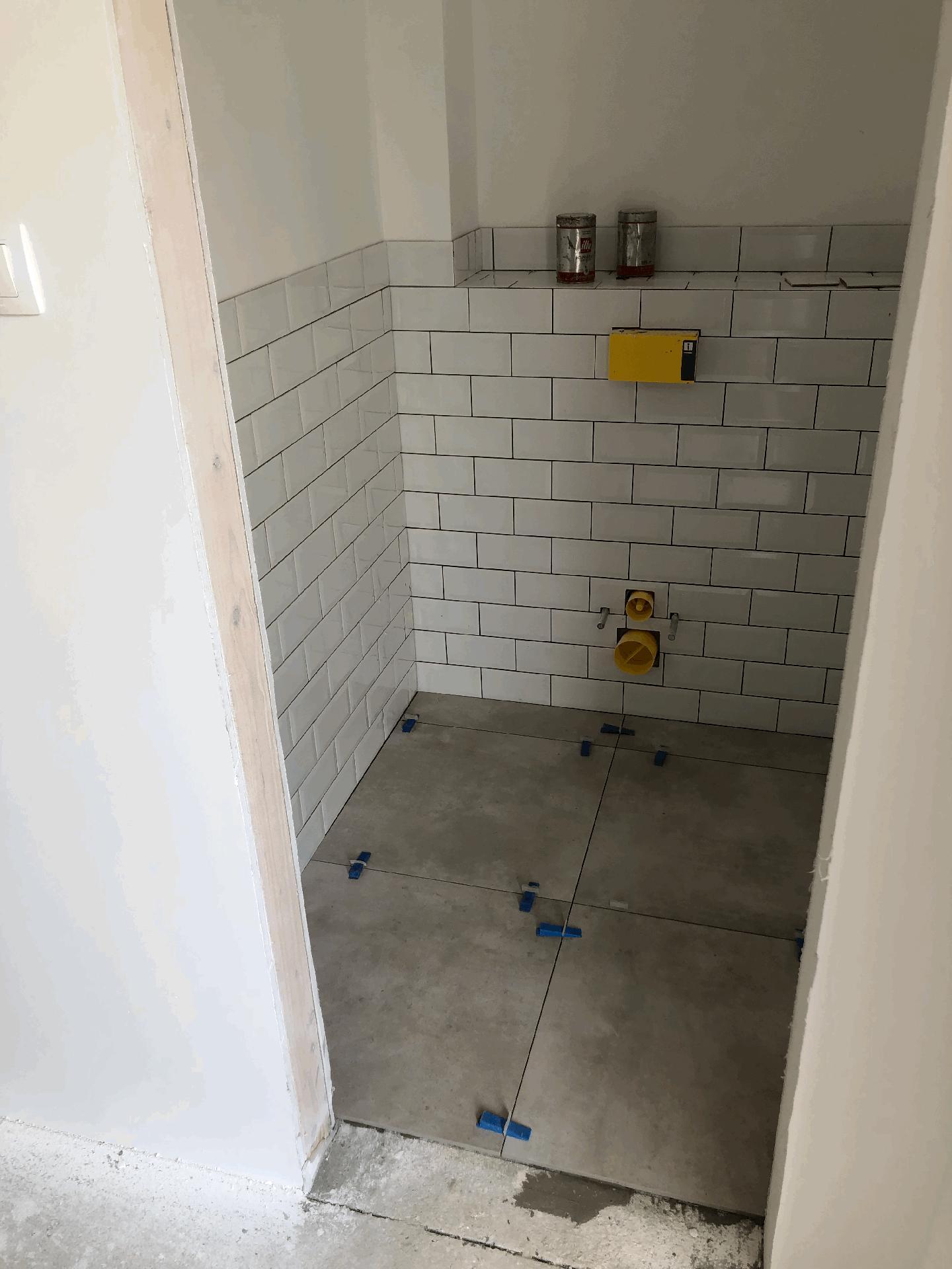Naše prvé vlastné bývanie - WC už aj s podlahou
