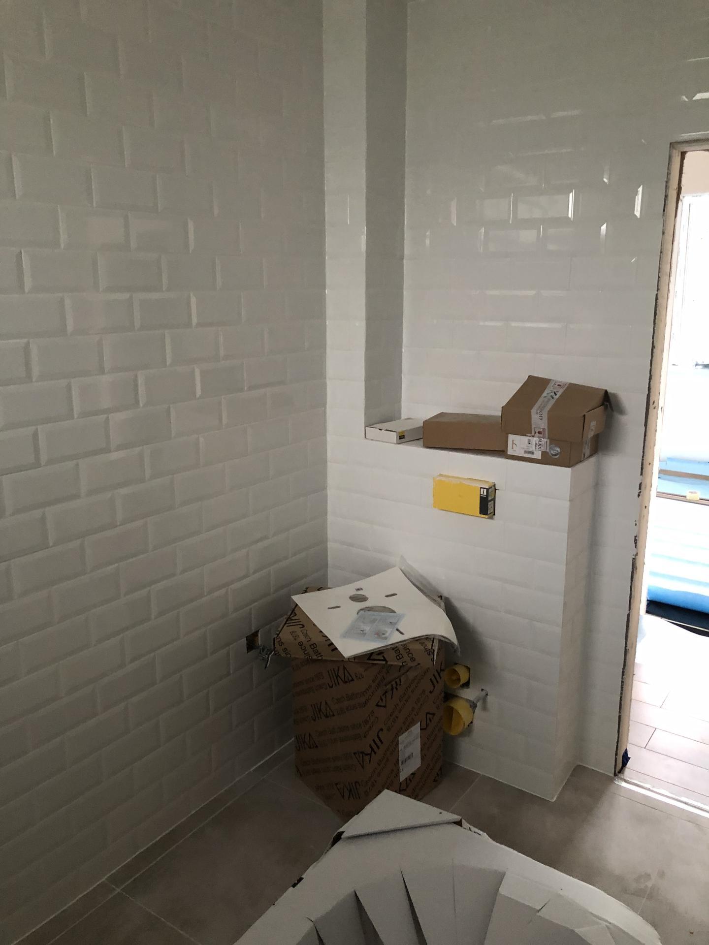 Naše prvé vlastné bývanie - Dnes sa zacina montovat sanita :)