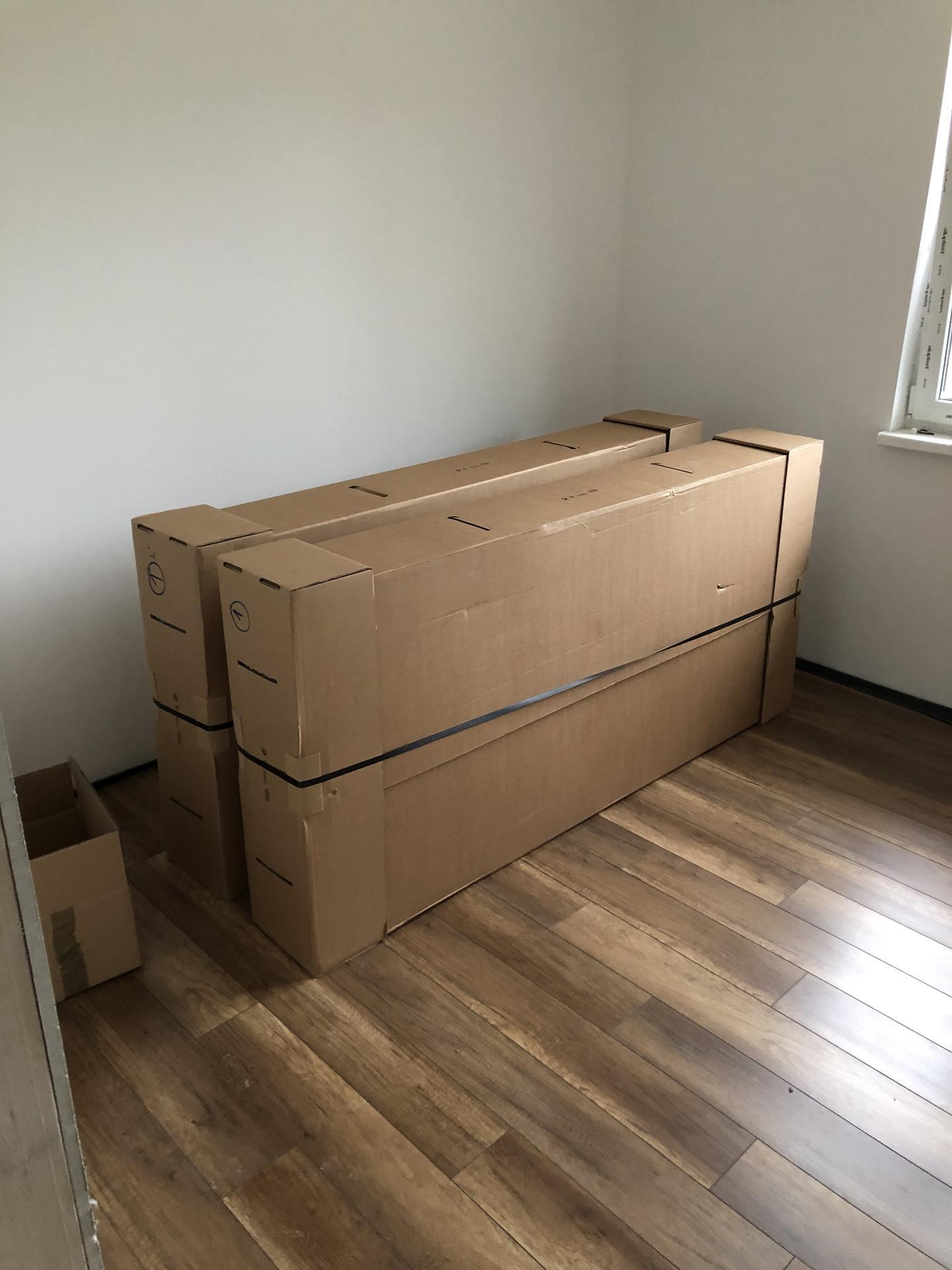 Naše prvé vlastné bývanie - Samozrejme ze nasim zadkom a chrbtom najviac sadli IKEA Vatneström matrace :) teraz uz len pockat mesiac kym dojde aj postel z bonami 🤣🙈
