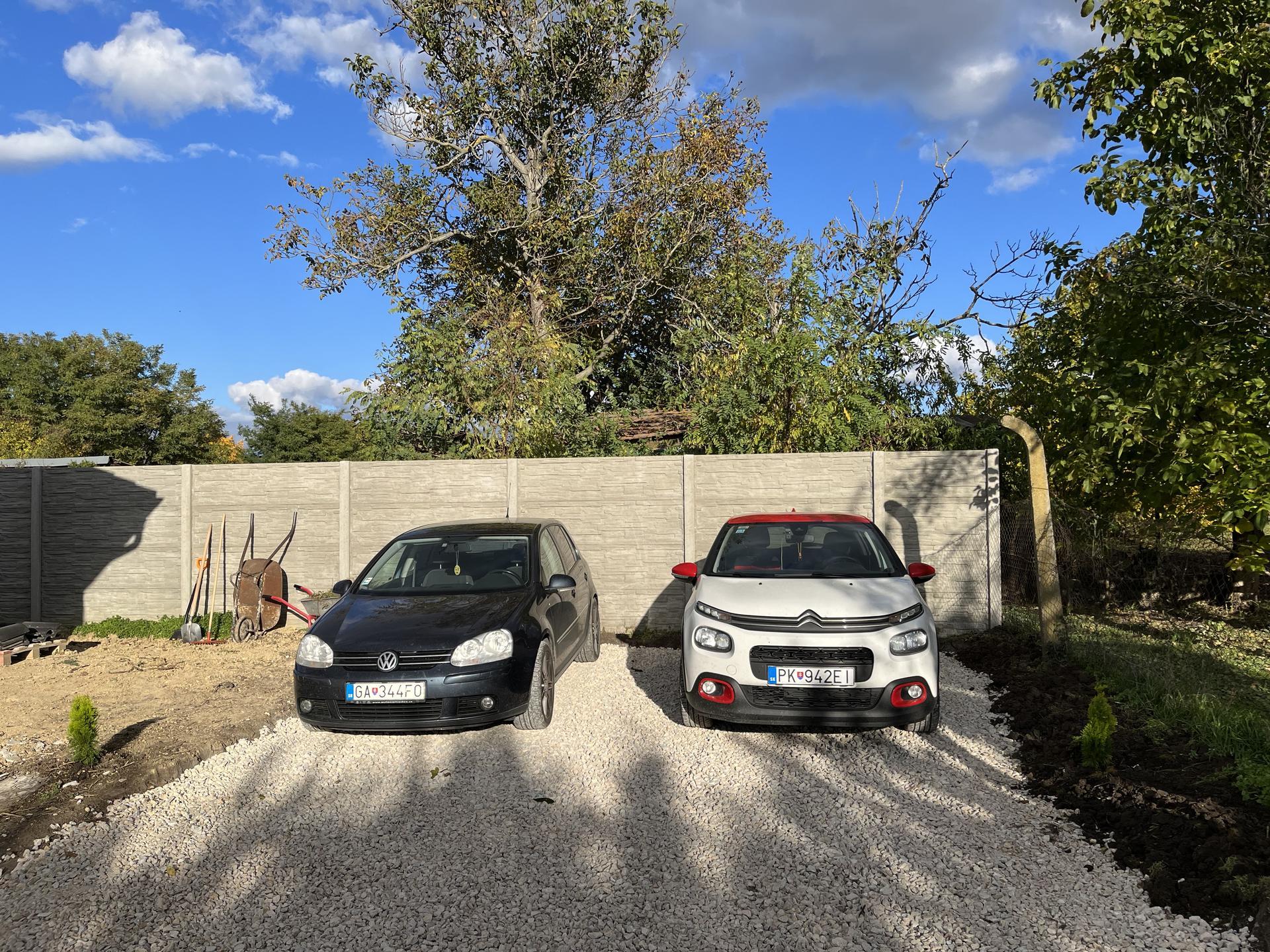 Naše prvé vlastné bývanie - Pre tento rok parkovanie doriesene :) pokracovat sa bude po zime :)