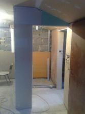 Ešte pár úprav a stena na kúpelni bude hotová