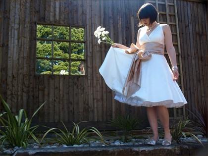 Moje retro svatba v krátkých šatech:-) - Obrázek č. 11