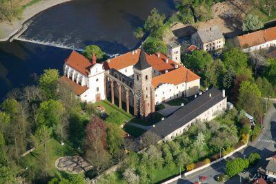 Přípravy - místo obřadu - Sázavský klášter