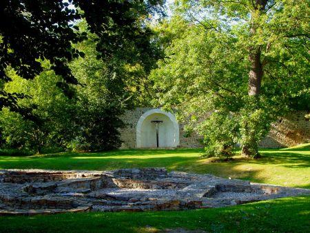 Přípravy - zahrada kláštera