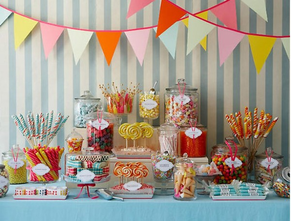 Budeme manželia :) - farebné sladkosti budú, ak sa nám zmestí stôl :)