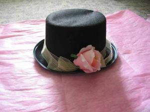klobouk ženicha na auto