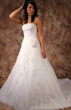 svatební šaty na modelce - jdou lépe vidět
