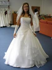 moje svatební šaty se vším všudy