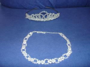 korunka (něco starého - po mamce) + náhrdelník - něco nového