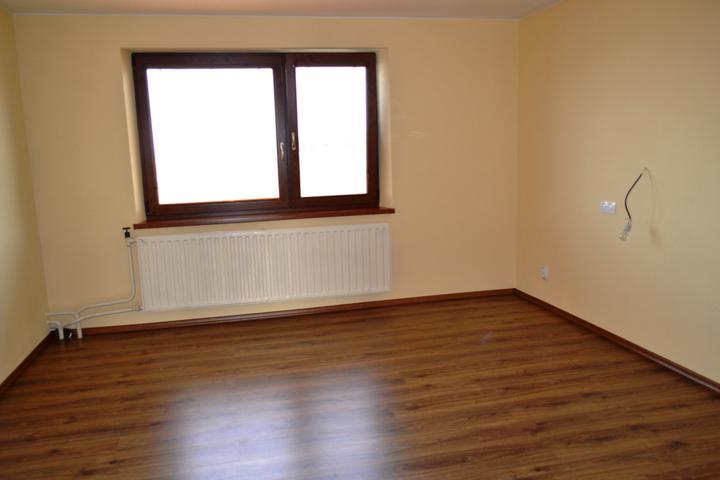 Prerábka domu - Budúca spálňa s novou podlahou