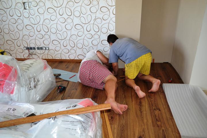 Prerábka domu - Montujeme lišty