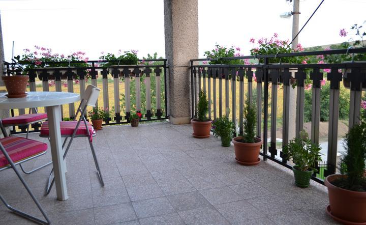 Prerábka domu - Zatiaľ len taký provizórny balkón.