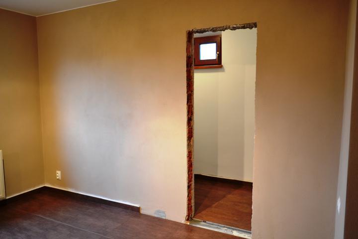 Prerábka domu - Kuchyňa a vchod do špajze