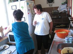pečení koláčů ....ale teta byla skvělý admirál...