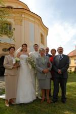 s rodiči, babičkou, tetou a strejdou ženicha