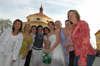 nevěsta a kamarádky, sestřenice, sestra, švagrová