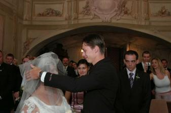už se schyluje k prvnímu políbení :)