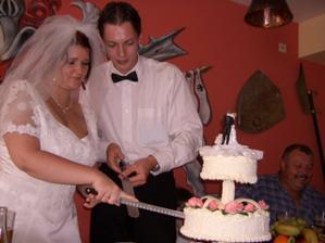 Krájení dortu,bylo trošku náročné