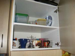 kuchyně - horní skříňka nad troubou