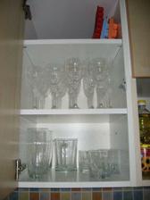 kuchyně - horní skříňka se skleničkama