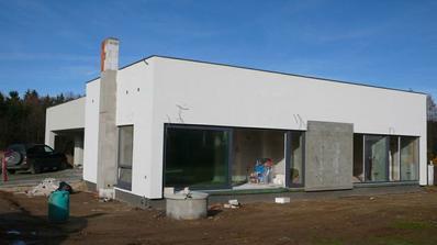 komín a část mezi velkými okny bude obložena Klinkerem