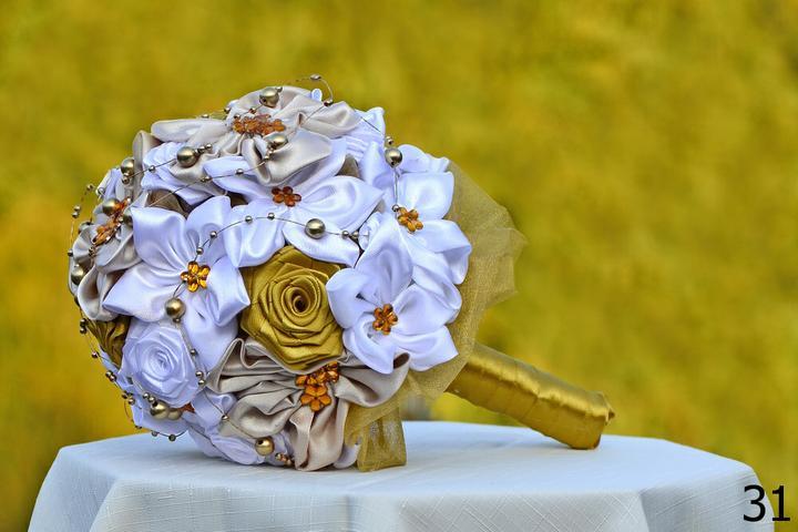 Svadobné kytice, možnosť aj kúpiť - viac informácii  v mojom shope, celý sortiment kytíc na www.svadobnavyzdobajulia.sk