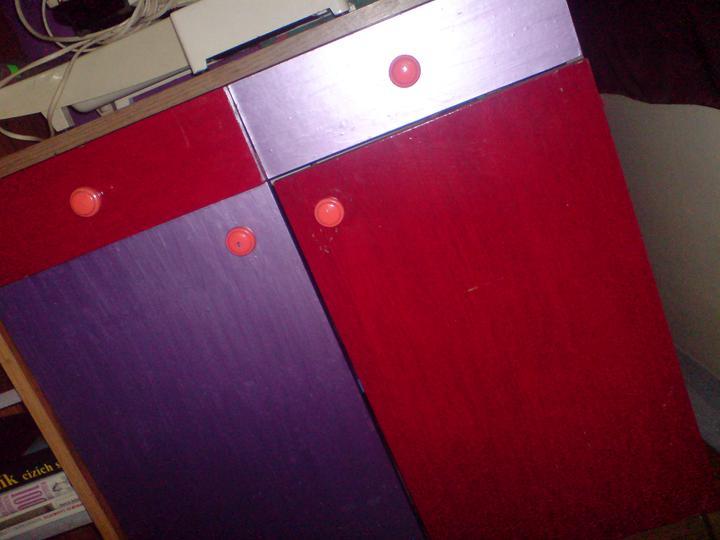 Ta červená se mi nelíbí s kombinací s fialovou