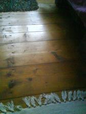 tak to je naše 100letá podlaha-málem šla...ale na jaře omládne:)