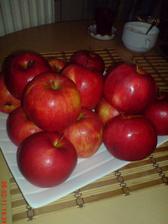jablíčka ze zahrádky...aby jsme byli zdravííí