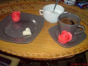 můj tác...moje nádobí...moje ještě vánoční pečivo....pro mého manžílka