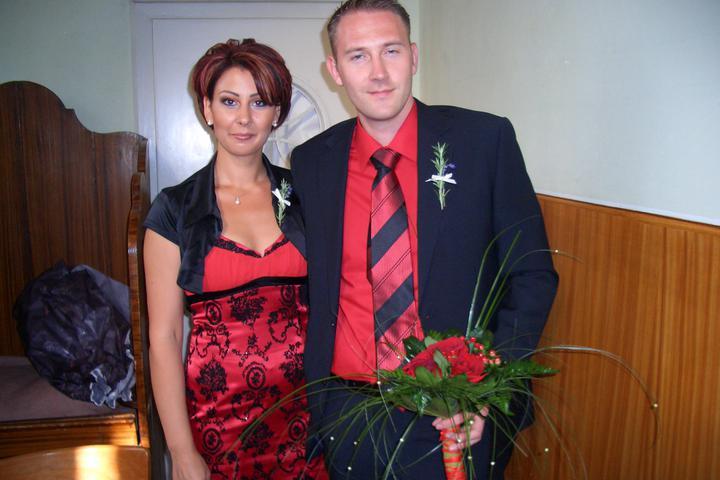 Takto sme vyzerali na známeho svadbe :-) som zvedavá ako budeme vyzerať na svojej :-) - ešte s kytičkou v kostole :-)