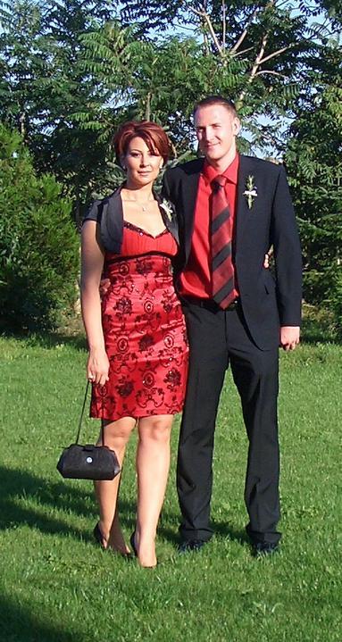 Takto sme vyzerali na známeho svadbe :-) som zvedavá ako budeme vyzerať na svojej :-) - tu som to zväčšila :-) ...inak to neviem ..