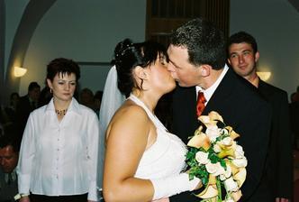 První novomanželský polibek. :-*