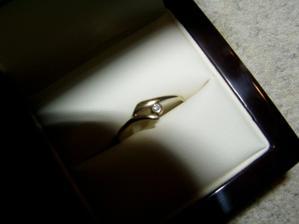 ještě jenou zásnubní prstýnek, tentokrát z krabičky
