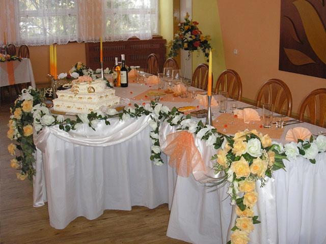 Nika a Ferko 29.3.2008 - náš hlavný stôl, ale v zelenkavom prevedení