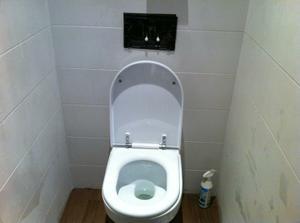 WC tiez, uz len tlacitko namontovat..:)