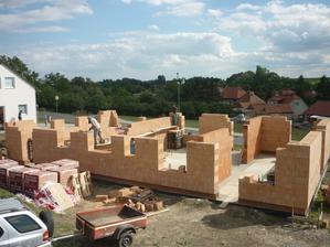 konečně to vypadá jak stavba :-)