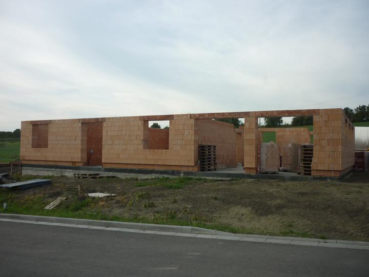 Zdění domečku - takže, zatím jsme tady 15.9.2012