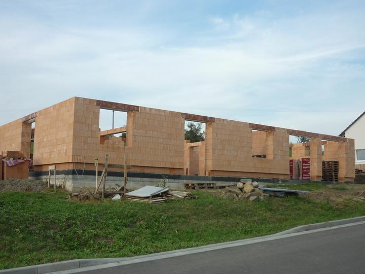 Zdění domečku - pohled ze předu